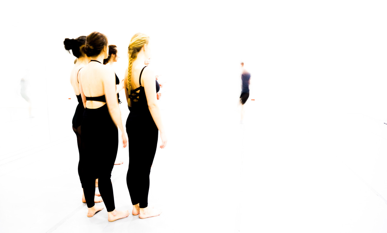 dancers-in-the-light-2